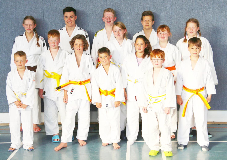 eca85091c2bde Insgesamt 14 Judoka schafften die Prüfung zum nächsthöheren Gürtel. Die  Prüfungsvorbereitung war intensiv